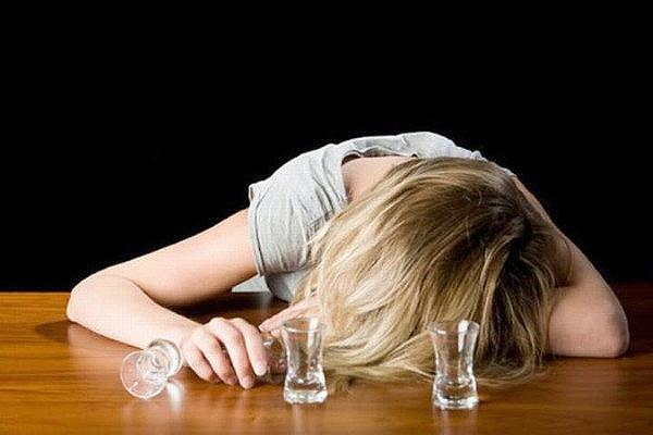 Что такое женский алкоголизм и как его лечить