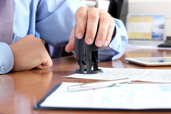 Чиновників штрафуватимуть за вимагання печатки на документі
