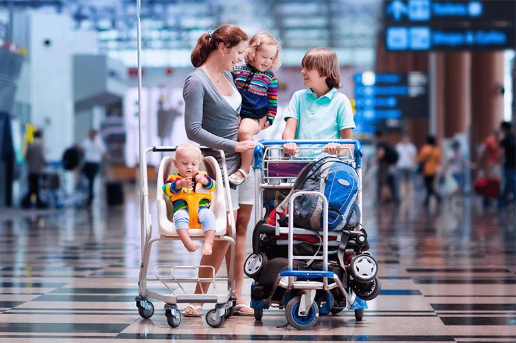 Картинки по запросу фото виїзд з дитиною за кордон