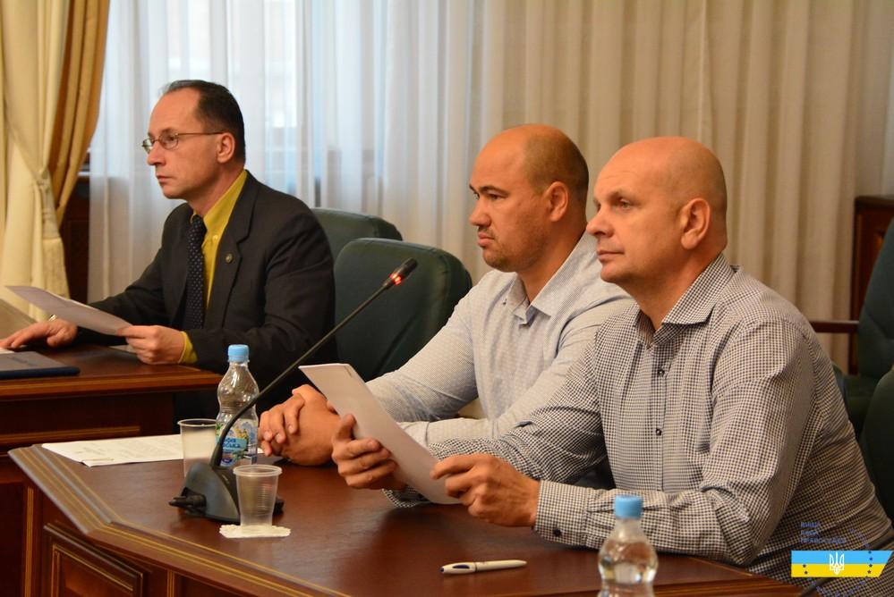 Суддя Голосіївського райсуду Києва О.Бойко (на фото в центрі)