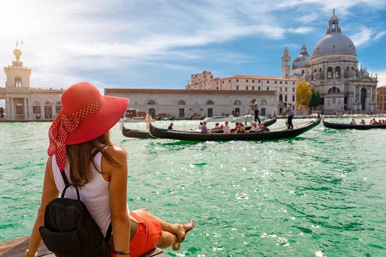 Картинки по запросу Новые запреты для туристов от властей Венеции
